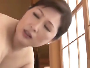 Asian,Big Ass,MILF,Japanese,Straight Mature Japanese Babe Uses Her Pussy...