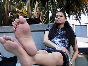 Amateur,Asian,Foot Fetish,Hd,Outdoor,Softcore,Solo Muscly asian amateur solo