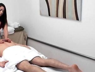 Asian,Cumshot,Handjob,Hd,Massage,Reality Pretty asian masseuse tugging until...