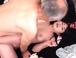 Asian,Big Tits,Brunette,Threesome,Straight De to niesene som bryr seg,...